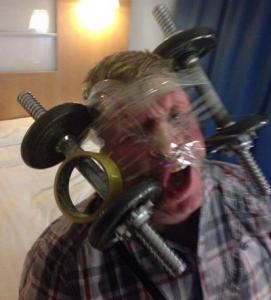 Gaya Foto Selfie Paling Unik, Aneh, Ekstrim, Konyol dan Berbahaya