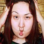 Gerakan senam wajah fish lips