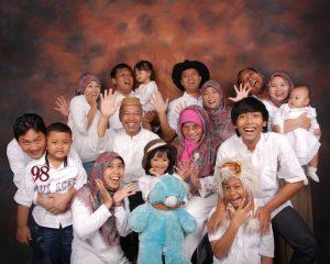 Gaya Foto Studio Ramai Keluarga